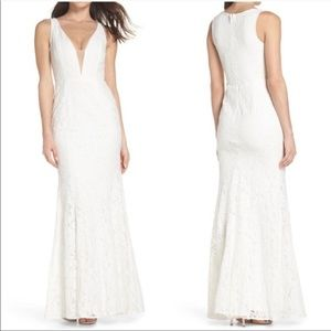 LuLus Lace Plunging Fitted Wedding Dress Gown